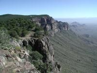 The trail mostly follows the edge of the South Rim towards the northeast.